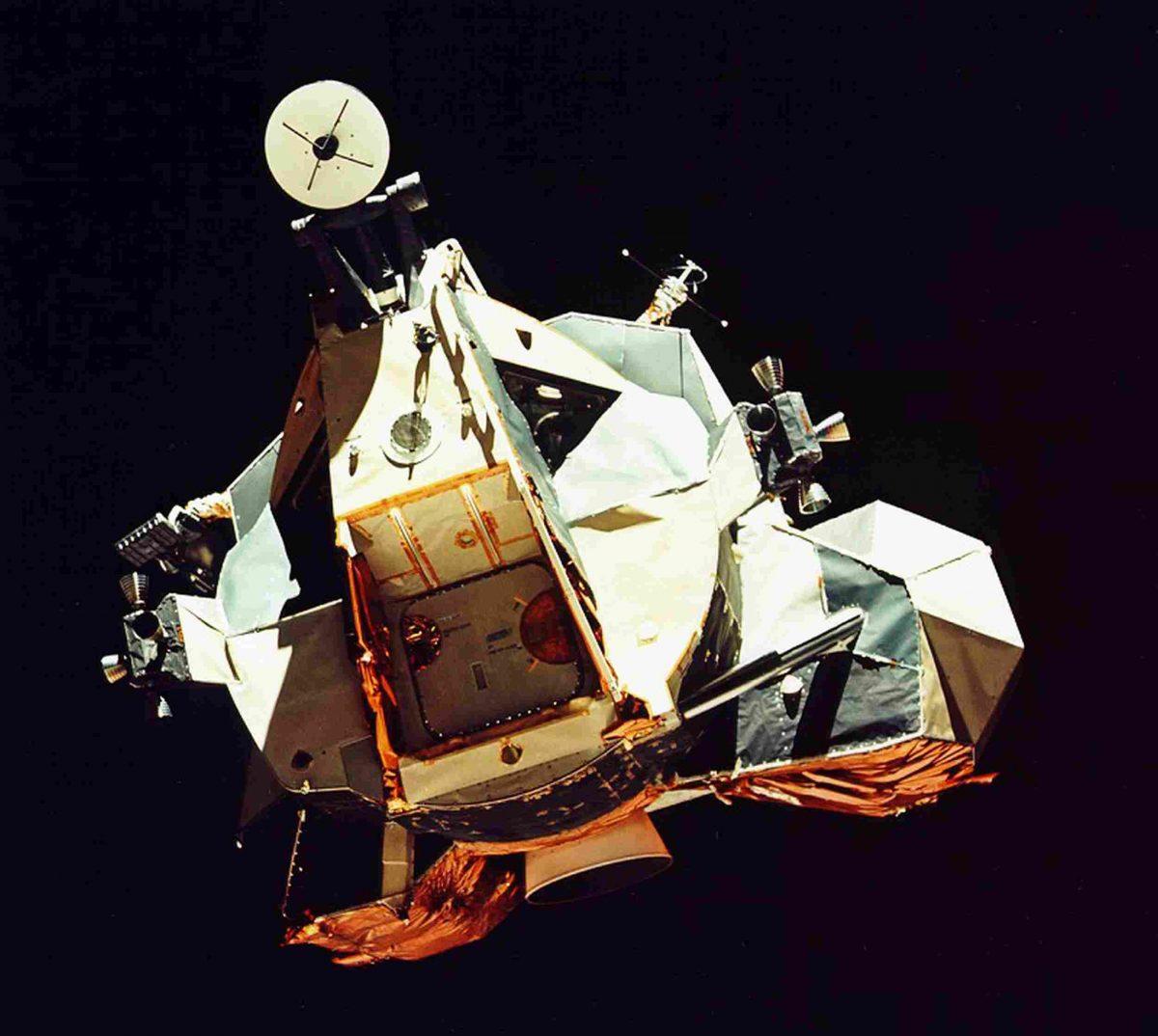 moon_02-1200x1074.jpg